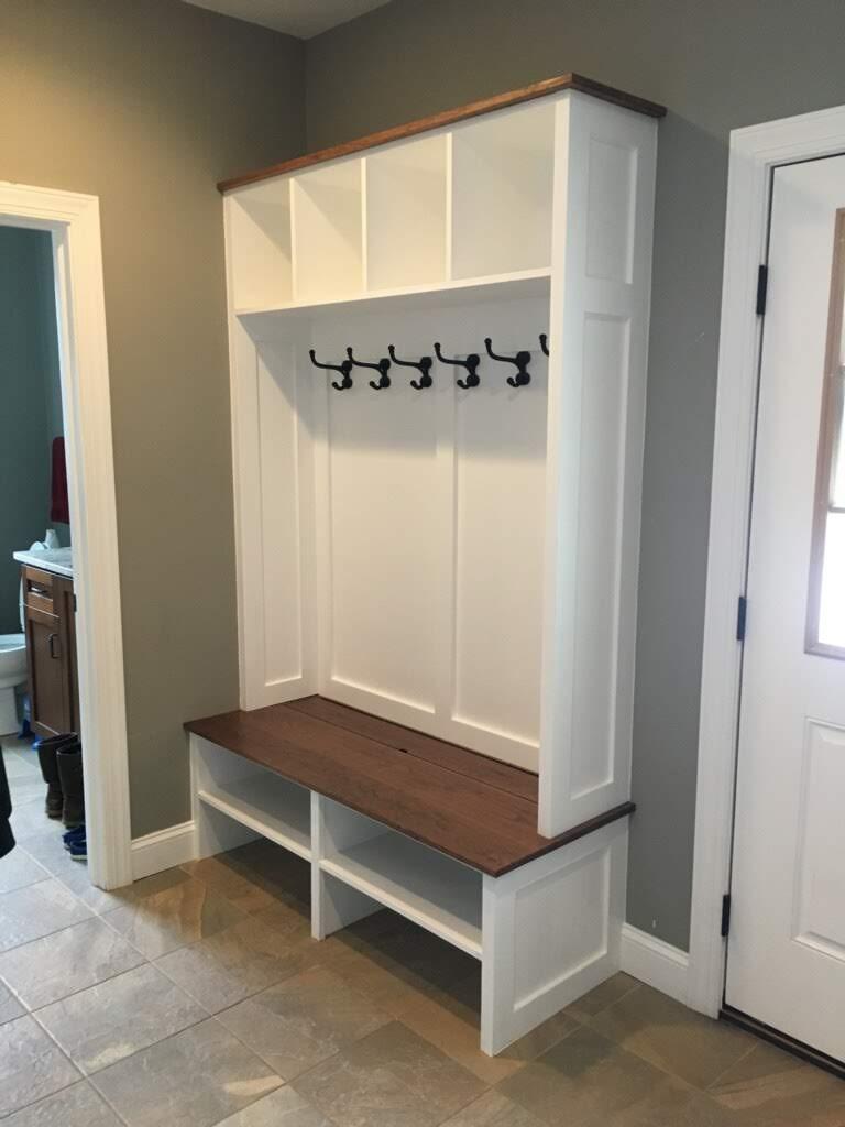 Coopersburg-entryway-storage-1